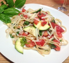 Simple Linguine with Tomatoes, Zucchini and Herbs