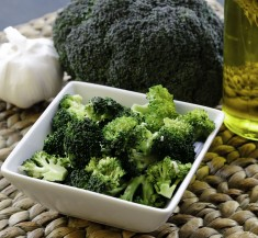 Steamed Broccoli with Garlic Dijon Dressing